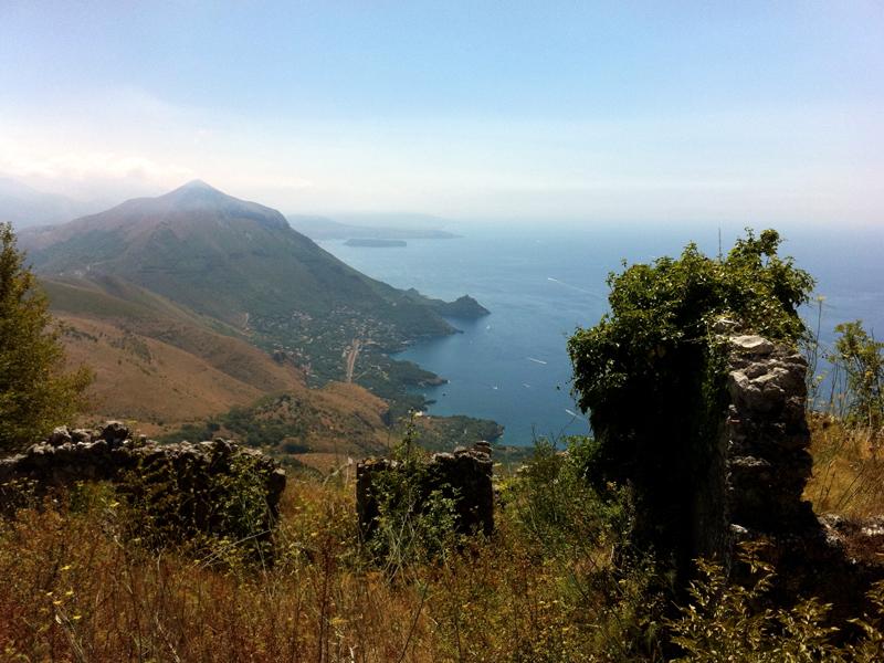 Saluti da Maratea: Veduta dal monte San Biagio verso la Calabria